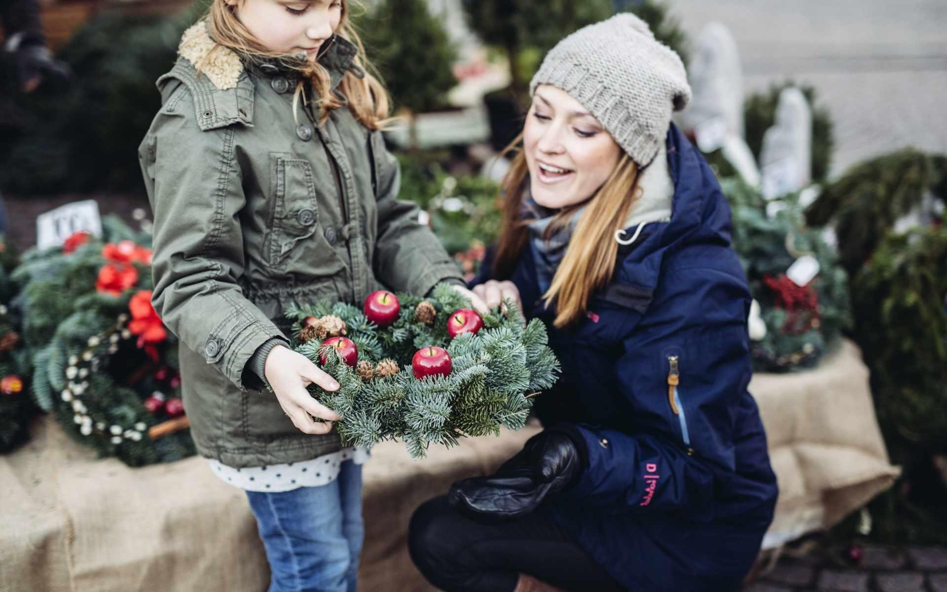 Skyltsöndag  &  Julmarknad  på  Stan  1 dec